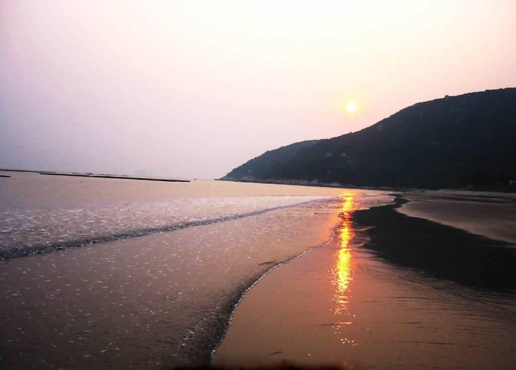 景点地址:三灶木头冲村对面银沙滩(即珠海机场前行两公里) 地图