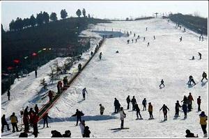 临沂李官茶山滑雪场