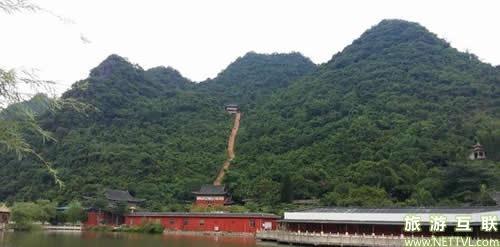 玉林鹿峰山风景区位于玉林兴业县以东,距县城18公里,景区主要由地球
