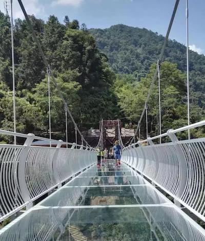 厦门首座7d玻璃天桥开放!就在同安野山谷景区