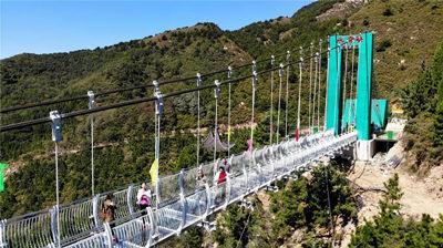 济南水帘峡玻璃桥01_旅游互联