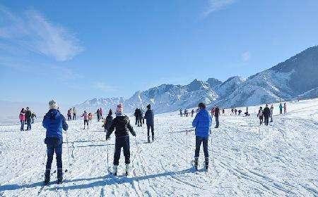 新疆南山蓝天滑雪场02_旅游互联