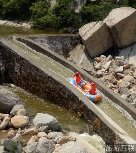 风景旅游区神灵寨,距洛阳市区70公里,是一处融汇人文风情与自然灵性于