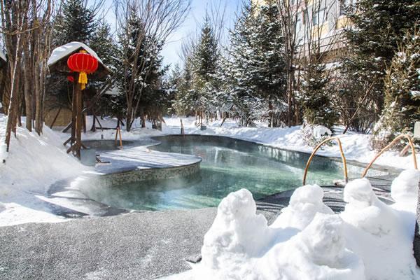 長白山聚龍泉溫泉怎么樣?長白山皇冠假日酒店溫泉是露天冰雪溫泉?