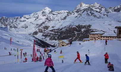 好玩1 庐山滑雪场位于中国十大名山之一庐山风景区,滑雪场建在小天池