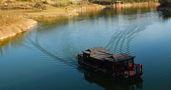 湿地内山青水秀,环境清幽,风景迷人,被全国著名乡土民俗建筑专家
