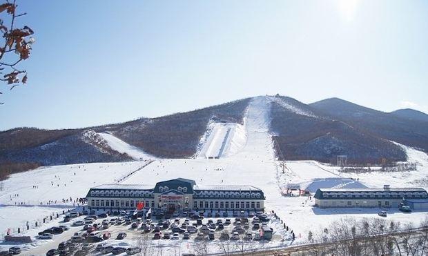 扎兰屯金龙山滑雪场_旅游互联